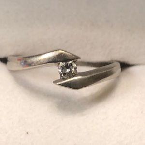 14k white gold ring with .03 ct round diamond